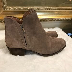 Lucky Brand 🍀 suede booties tan Sz 8